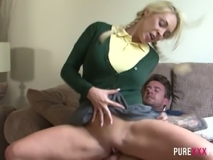Slutty coed Victoria Summers craves a stiff cock inside her at all times