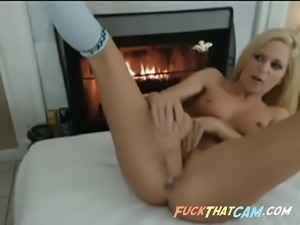 Hot Teen Giving Awesome Webcam Show - FuckThatCam.com
