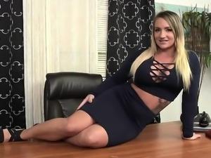 Violet Monroe receives a giant black schlong