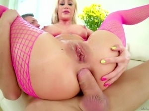 Riley Jenner is a kinky blonde who likes to be fucked hardcore