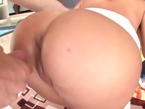 After topping fat prick slutty brunette lets dude cum on her bubble ass