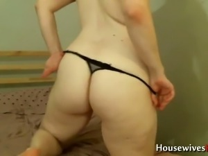 Thus chubby MILF sure loves fucking her glorious ass with her dildo on cam