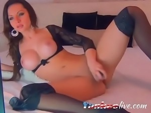 Camslut with a superb body gives a hot masturbation showa