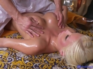 blonde cutie gives a nice massage