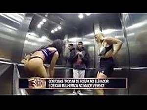 Pegadinha - Gostosas resolvem se trocar no elevador!