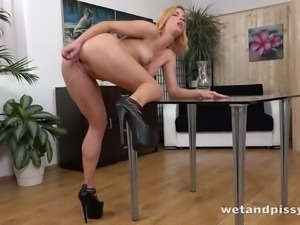 Chrissy Fox has a natural body and this piss loving hoe masturbates like a pro