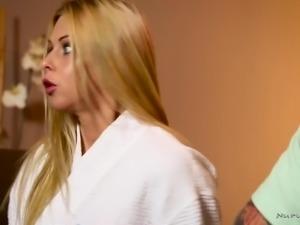 Just perfect looking masseuse Rachel Roxxx gives a nice blowjob