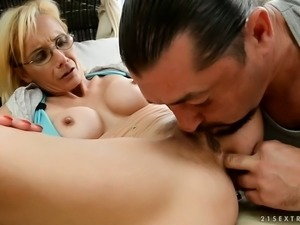 Filthy granny getting her loose pussy finger fucked outdoor