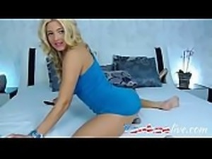 Blonde bombshell in blue dress rides her toy on livecam