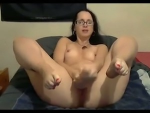 Sexy mommy in glasses exposes her feet and masturbates