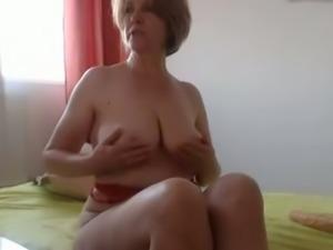 I expose my sexy chubby body and masturbate my juicy twat