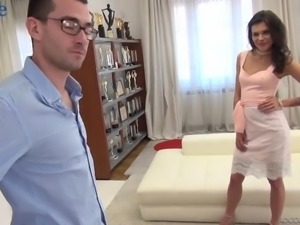 All natural messy haired bitch Verona Sky bravely takes double penetration