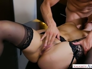 Hypnotically cute babe Violet Starr is up for some good pussy pounding