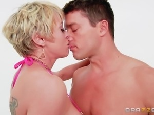 bubble butt blonde gets her asshole pounded relentlessly