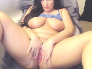 Bbw hottie showind boobs and toy