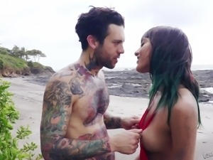 Tattooed man has a blast fucking Janice Griffith on a beach