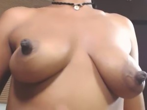 Love this video because this black webcam model is so confidently sexy
