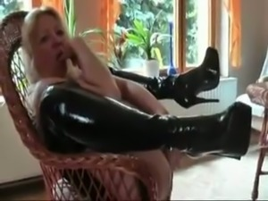 Amateur used fat mature whore stretched her own pink cunt on armchair