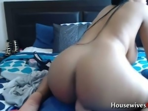 Here's a great video of perfectly thick chick masturbating on webcam