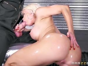 big-butt bitch nikki delano sucks danny's shlong