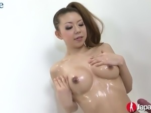 Lubed Japanese porn model Ryuu Narushima dildo fucks her hairy pussy