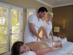 New masseur gives an unprofessional pussy massage to Giselle Palmer