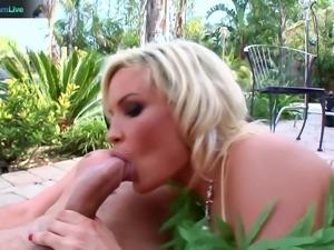 Diamond Fox squirting hard on anal sex