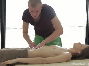 Sexy Anna Taylor needs an erotic massage and her masseur is a real pro