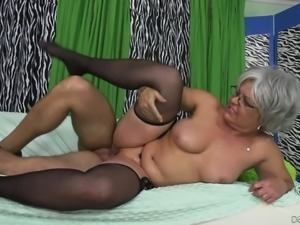 Kelly Leigh is a nasty granny and fucking may her favorite thing