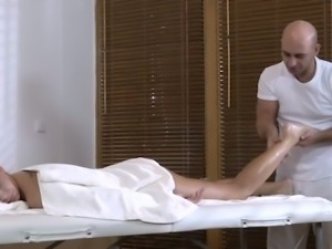 Some good sensual erotic massage is what sexy blondie Karol Lilien likes