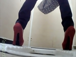 White chick in red shoes and skinny jeans pissing in the toilet