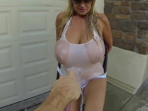 Kelly Madison's cunt sprayed with water by nasty guy