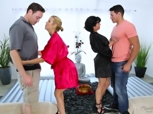 Depraved MILF Veronica Avluv is so into kinky synchronous fuck in massage parlor