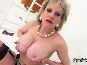 Adulterous british mature lady sonia presents her heavy tits
