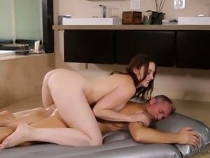 Chanel Preston is a curvy sex addict and this masseuse gives the best rubdowns