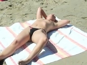 Beach voyeur finds a beautiful blonde girl with tiny boobs