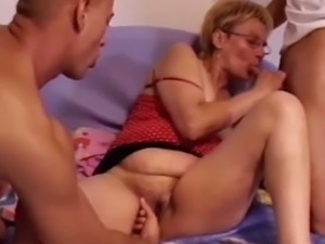 Short haired bitch loves sucking dick and she loves steamy MMF threesomes