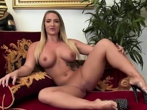 Horny lesbians love to get creamy