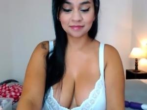 amateur tinyxtunes flashing boobs on live webcam