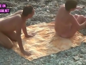Always good to see a woman getting her pussy eaten out on the beach