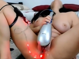 girl annabee flashing boobs on live webcam