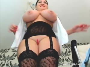 Darkhair making solo toying show