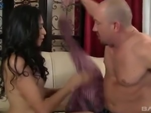 After giving blowjob and rimjob titless Zadyn Gordon gets fucked doggy