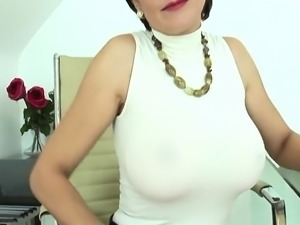 Unfaithful british mature lady sonia shows off her monster p