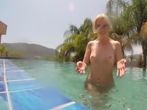 Underwater pool masturbation session with Samantha Rone