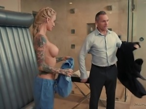 Fabulous looking tattooed auburn masseuse Sarah Jessie gives damn good BJ