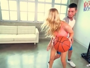 Sporty blond head with juicy ass Anastasia Knight is more than ready to give BJ