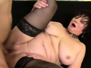 Curvy housewife Dalia doing her toyboy