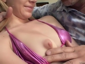 Talkative dude wins attention of blonde Kelly Klass at once and fucks her nice