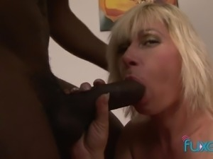 Chunky and voracious cougar is ready to take long BBC into her anus